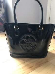 Selling a GUESS purse