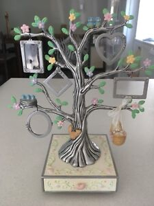 Nursery picture tree stand