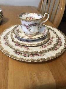 Royal Albert- Dimity Rose Edition
