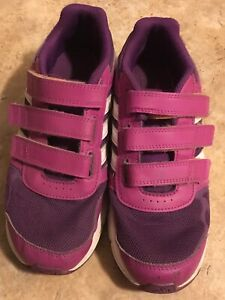 ADIDAS size 3 youth Velcro running shoes. Pu in Dieppe.