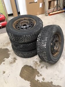 215 70 r15 4 STUDDED WINTER TIRES