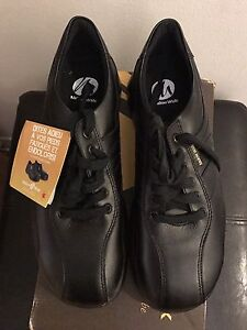 Safety Shoes Men's Size 9.5