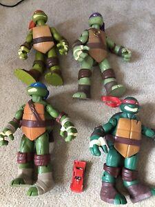 """Teenage Mutant Ninja Turtles  9""""action figures"""