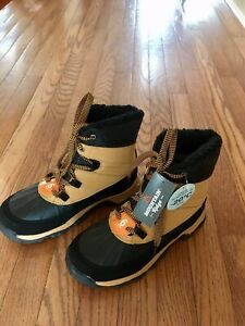 Youth size 6 winter boots.