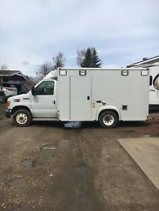 2006 FORD E350 CUBEVAN