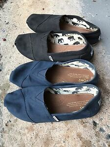 Toms size 9.5 men's or 11 women's - black and navy