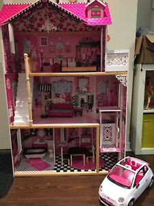 Doll/Barbie house. Maison poupées/Barbies