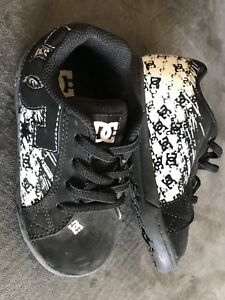 DC shoes / sneaker (size 9)