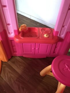 Lalaloopsy little tikes cubby house with dolls