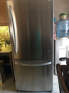 LG STAINLESS STEEL FRIDGE WITH BOTTOM MOUNT FREEZER