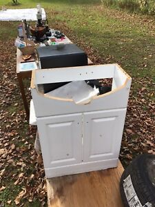 BRAND NEW, WHITE SINK VANITY, FOR SALE!