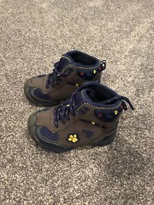 Boys size 5 boots/shoes new