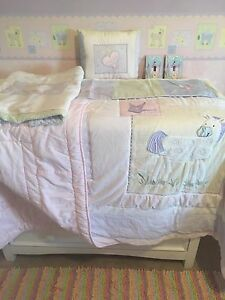 Twin Quilt, sham, pillow & 2 matching light switches