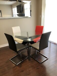 EQ3 Husk Round Dining Table + 4 Structube Chairs
