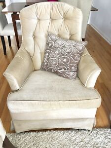 BEAUTIFUL COMFORTABLE VINTAGE ROCKING CHAIR