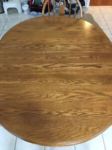 Oak Table and Chairs great condition with 4 chairs and 2 leaves
