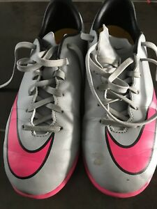 Indoor soccer Turf shoes - size 4