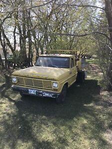 1967 Ford 1 Ton Hoist