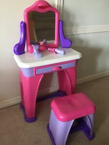 Children's play vanity set
