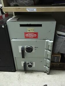 Lock Safe with Drop Slot