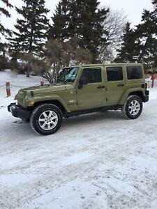 2013 Jeep Wrangler Unlimited-Sahara Edition
