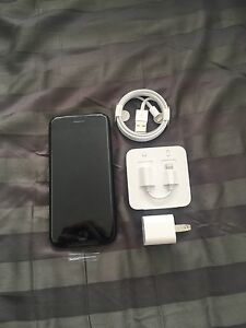 BLACK IPHONE 7 32GB, BRAND NEW, LOCKED TO ROGERS.