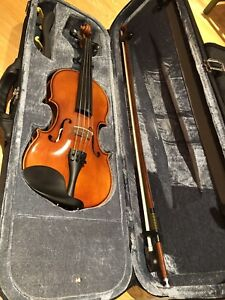 Full size violin with chin rest- very good condition $200
