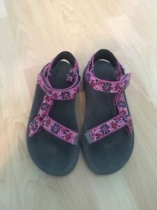 Gently Used Kids' Teva Sandals -Size 4