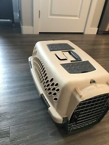Small pet taxi kennel