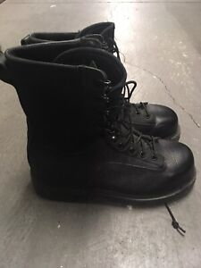 Military combat boots safety toe