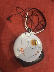 Discman Sony avec pochette de transport et écouteurs sony