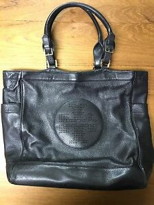 Tory Burch Black leather purse Very good condition