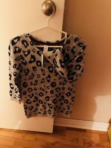 BNWT size 8 sweater