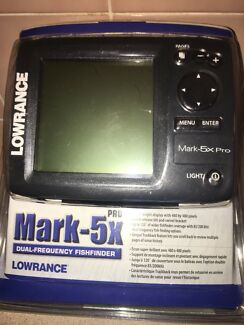 Lowrance dual-frequency fish finder