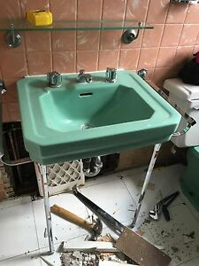 Retro mint green bathroom pieces