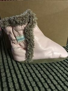 Baby boots 0-6  Pink Robeez.   Classic soft soles