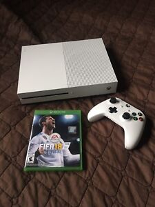Selling Xbox One S 500gb with play & charge (FIRM PRICE)