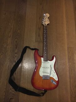 Squier Standard Stratocaster by Fender with Softcase  and Amp