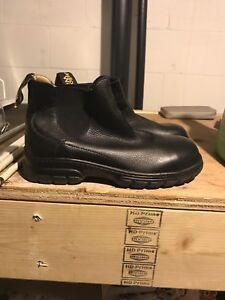 Woman's safety shoes