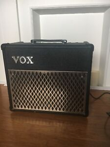 Vox DA 15 modeling amp with foot switch and XL patch cord