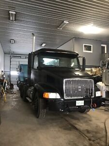 1998 Volvo to trade for older RUNNING semi