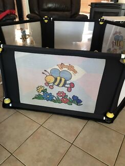 Vee Bee 6 sided play pen with 2 mats