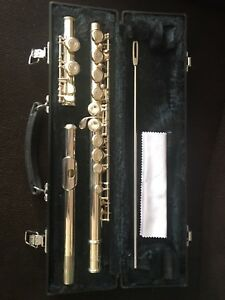 Beginners  Yamaha flute in excellent condition