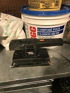 Black & Decker + 7448 Finishing Sander