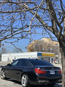 BMW 750i xdrive M sport package fully loaded clean no accidents