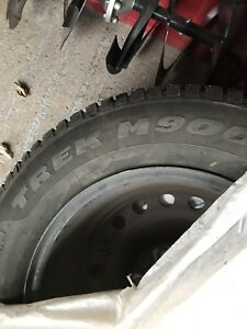 4 Winter tires studded with rims 215/70/R16 with pressure