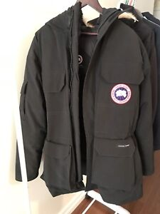 Canada Goose Expedition Parka medium size