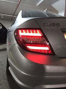 BEAUTIFUL 2008 MERCEDES C300 4MATIC-SILVER-LOW KM