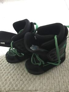 Junior Firefly Snowboarding Boots Size 4