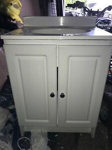 White 24 inch bathroom vanity